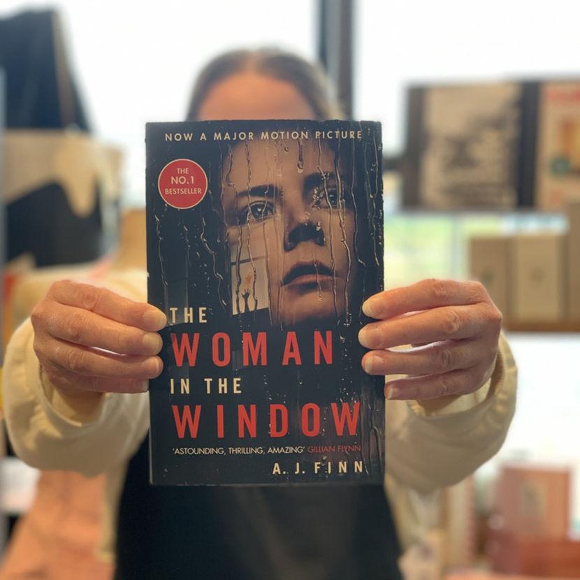 Portrait_allowed_woman_in_the_window